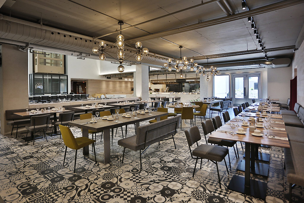 La tabl e restaurant at hotel manoir saint sauveur for Terrace parent lounge