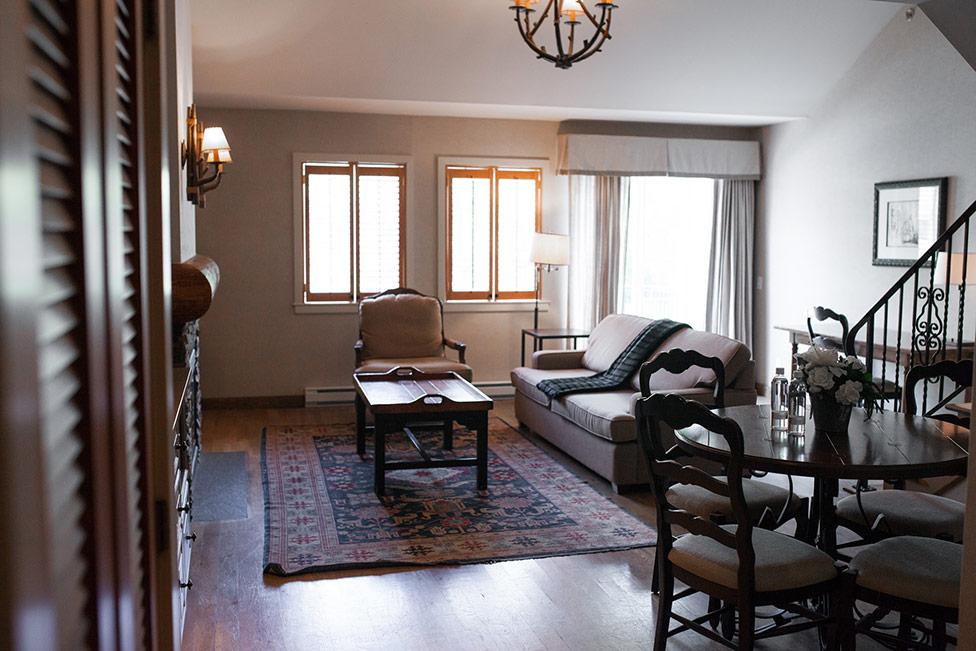 Hotel Mezzanine Floor : The executive mezzanine suite at manoir saint sauveur
