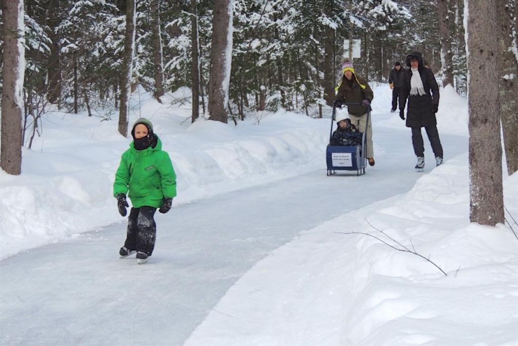 Sentiers et patinoire au Parc John-Molson