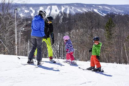 Les enfants 12 ans et moins skient gratuitement